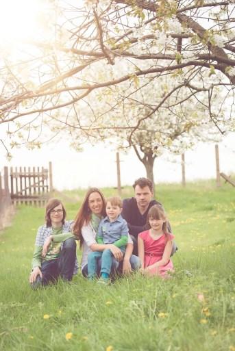 Tessa Trommer Fotografie Erfurt Familiefotografie Garten Fruehling Kirschbluete