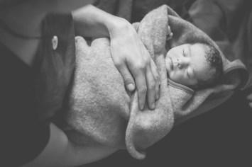 Tessa Trommer Fotografie Erfurt Geburt Geburtsfotografie Geburtenfotografie Hebamme Wolldecke Geburtsbgleitung Bereitschaft