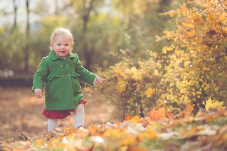 Tessa Trommer Fotografie Erfurt Herbst Kinderfotografie Blaetter Laub