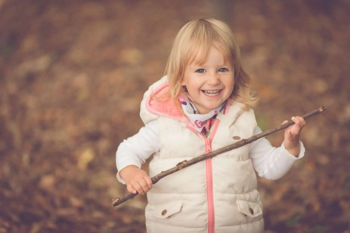 Tessa Trommer Fotografie Erfurt Kinderfotografie Wald Wiese Stock Spass