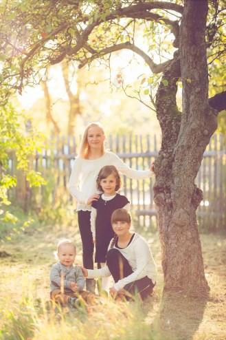 Tessa Trommer Fotografie Erfurt Kindershooting Geschwistershooting Geschwisterliebe Garten Sonnenuntergang Abendlicht
