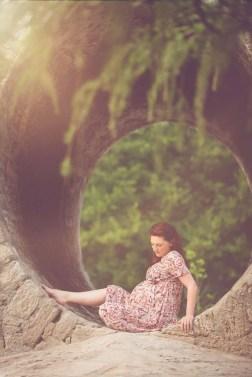 Tessa Trommer Fotografie Erfurt Schwangere Rothaarig Outdoor Natur Baum Bruecke Gegenlicht