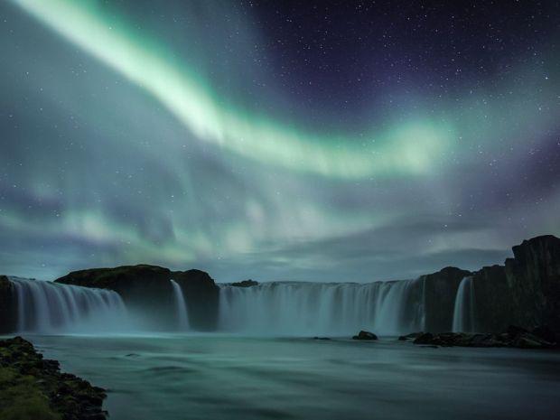 godafoss-aurora-iceland_65568_990x742