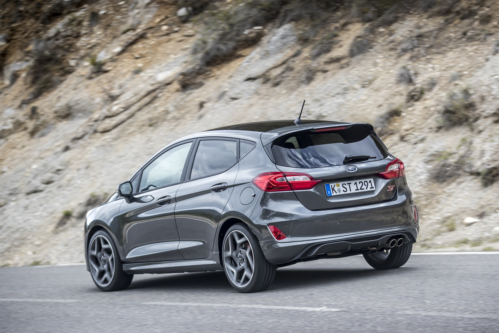 2018FordFiesta_MAGNETIC_ST_12