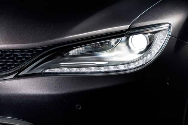 2015-Chrysler-200-Front-Light