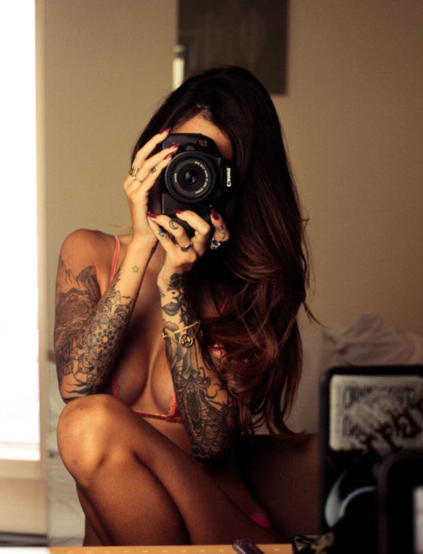 Gatas tatuadas - Mulheres semi nuas