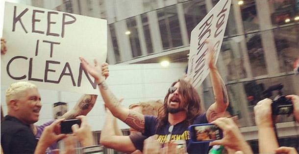 dave-grohl-protesto