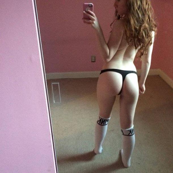 Existe algo muito sexy em mulheres usando meias longas (16)