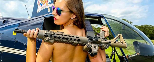 13-mulheres-gostosas-que-fizeram-ensaios-sensuais-em-helicopteros-12