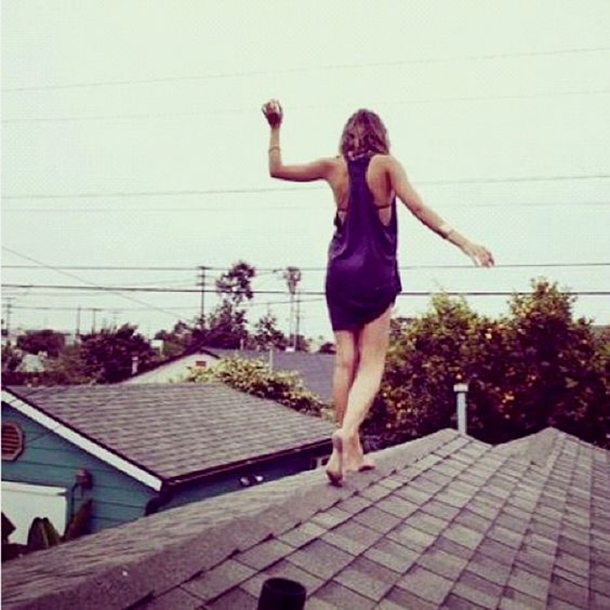 mulheres-em-cima-do-telhado-12