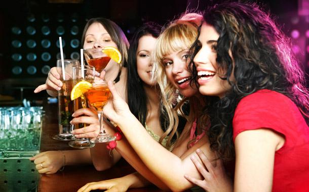 mulheres-bebidas
