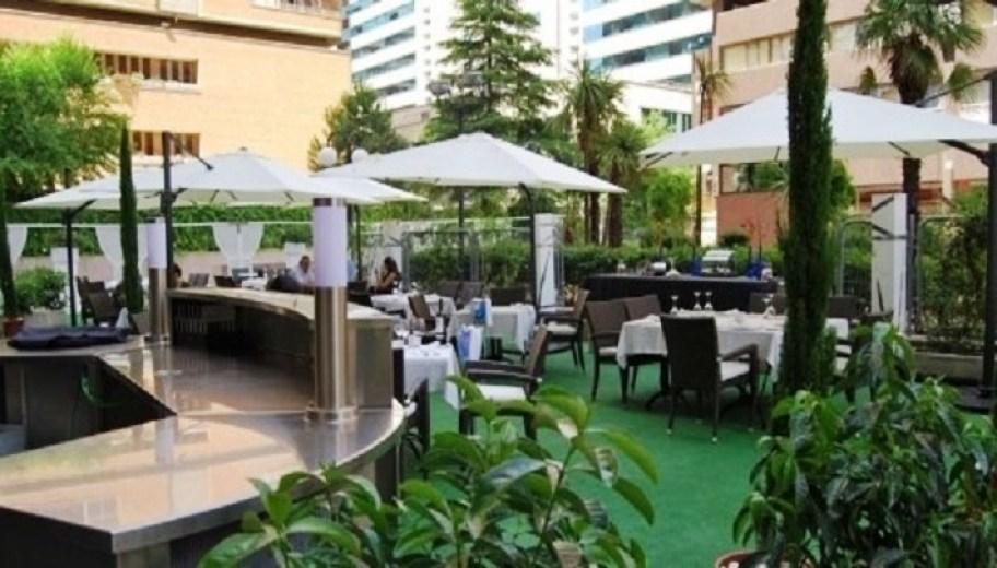 Comer en una terraza. Saint James. Te Veo en Madrid