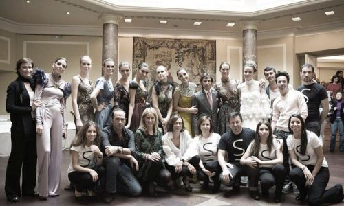 Desfile de Bandrés y joyas de Isabel Alcón