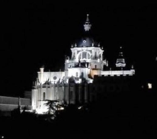 Terraza de las Vistillas vistas de la Catedral  cerca Te Veo en Madrid