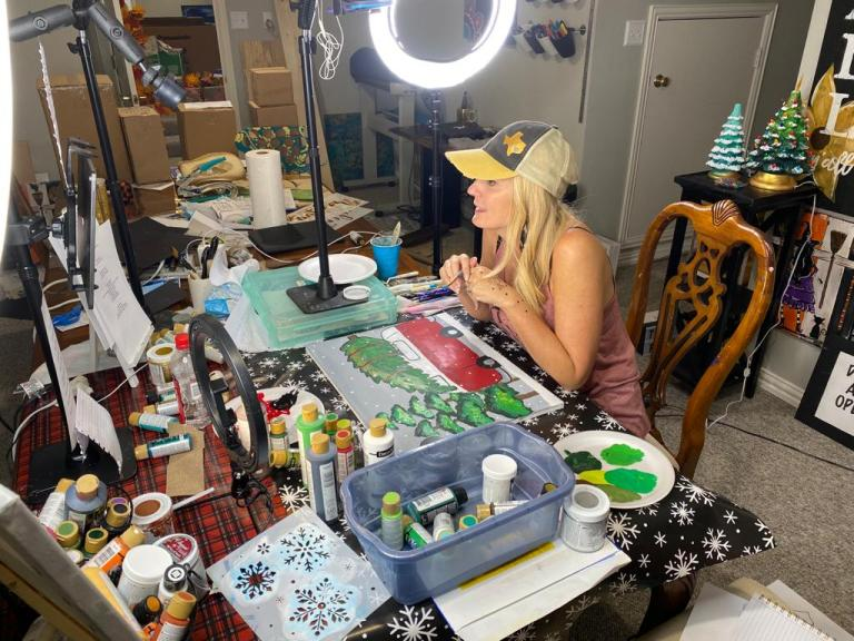 Heidi Easley painting live on Facebook in her art studio