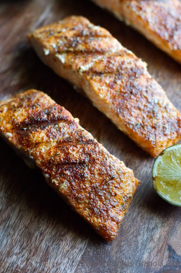 Grilled Salmon ready for Crema - low Carb & Keto Meal Idea