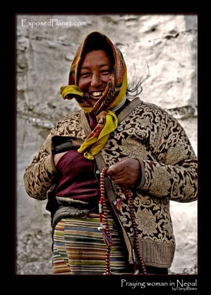 praying-woman-nepal