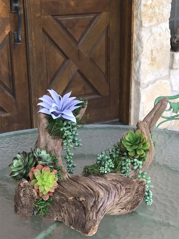 The Woodsman Company Cedar Driftwood Arrangement
