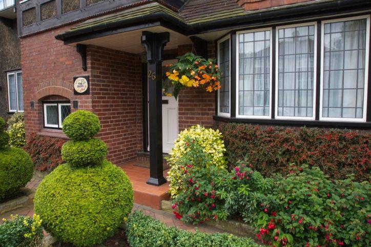 Λουλούδια μπροστά από το σπίτι16