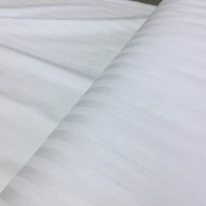 Damasc alb pentru lenjerie pat