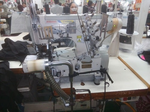 Flat sewing machine