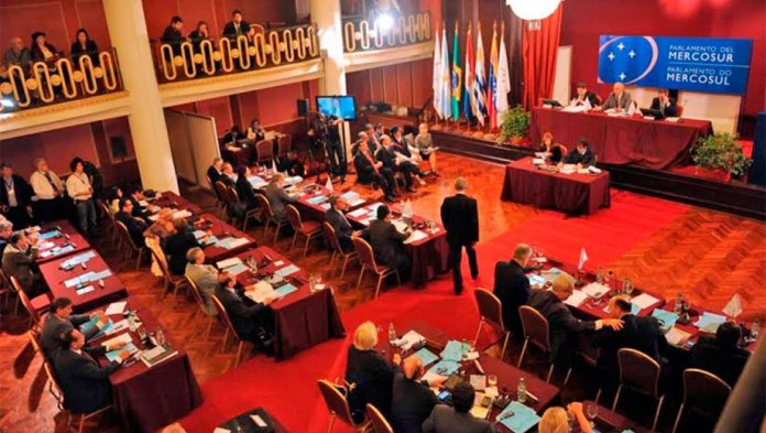 Parlamento del Mercosur planea convocar una mesa de diálogo a Chile