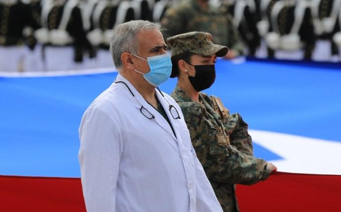 El doctor Ugarte fue blanco de críticas por su participación en la Parada Militar 2021.