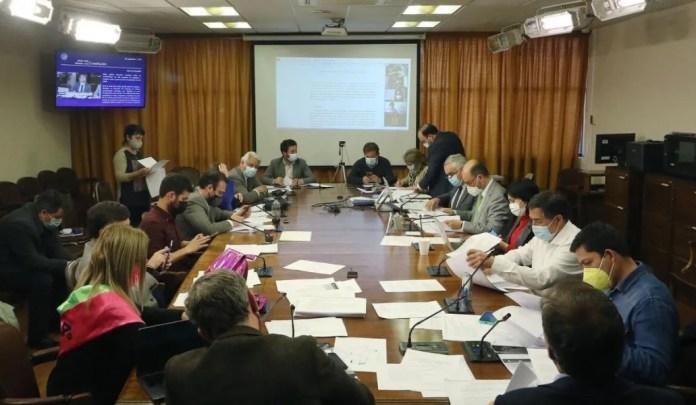 La Comisión de Constitución despachó el proyecto de cuarto retiro que ahora será visto en la Sala