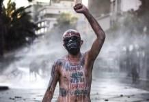"""""""Pelao"""" Vade en una manifestación durante el estallido social."""