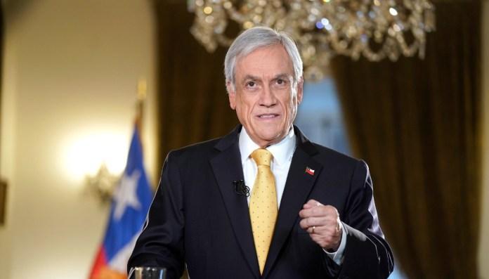 Ciudadanos chilenos se reunieron para hacer funa al Presidente Sebastián Piñera por los muertos, heridos y
