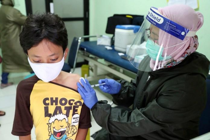 ISP aprobó vacunación en niños