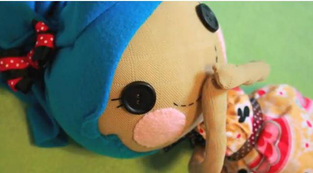 איך לתפור בובה מגרביים
