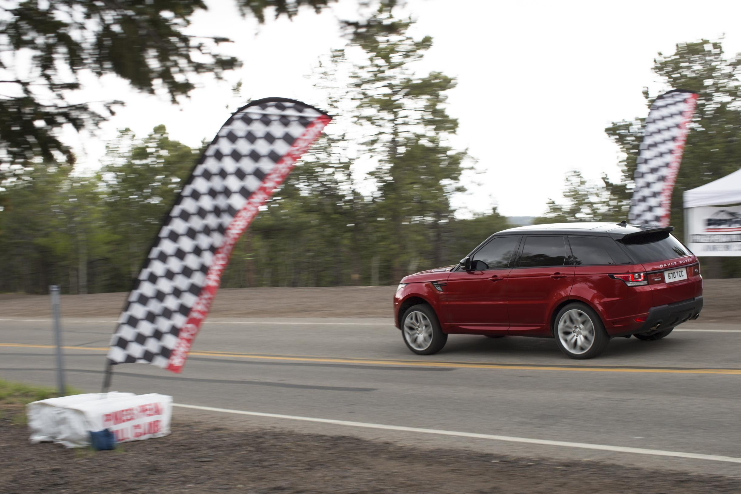 Video The brand new unmodified Range Rover Sport sets Pikes Peak