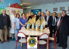 """Lions Club """"Caltanissetta dei Castelli"""" dona delle uova di Pasqua al reparto di pediatria del """"S. Elia"""""""