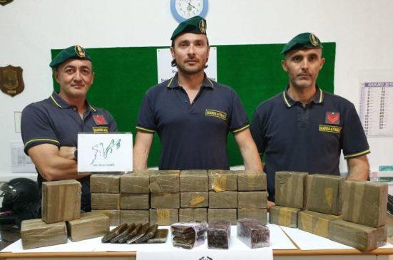 Guardia di Finanza di Gela, arrestata donna con 30 chili di hashish