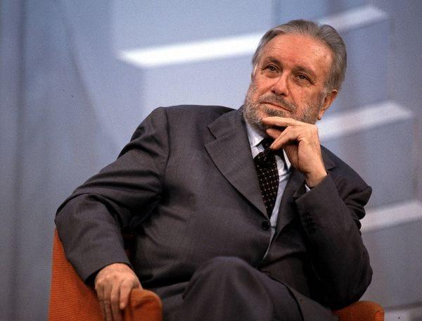 Addio A Luciano De Crescenzo Il Professor Bellavista Che