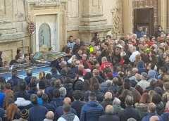 Sciacca piange il piccolo Salvatore: folla al funerale