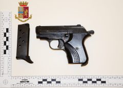 Arma clandestina, due arresti