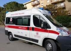 Giornata mondiale della Croce Rossa – il Rotary dona alla CRI un'ambulanza