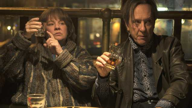 """Melissa McCarthy as """"Lee Israel"""" and Richard E. Grant as """"Jack Hock"""" in the film CAN YOU EVER FORGIVE ME? Photo by Mary Cybulski. © 2018 Twentieth Century Fox Film Corporation All Rights Reserved"""