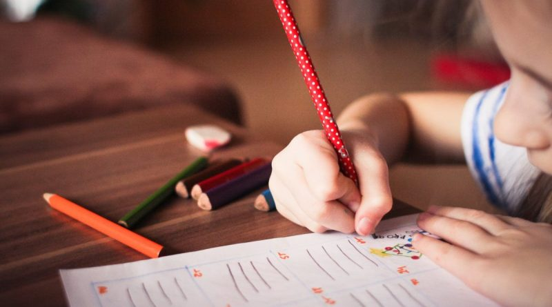 Bambina Disegna Scrive Scuola