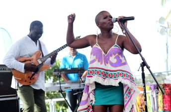Vaughnette Bigford brings her smooth jazz vocals to patrons at Turtle Beach.