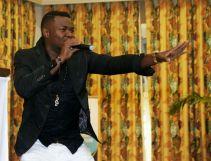 Jedidiah sings gospel to entertain the audience.