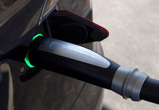 ซูเปอร์ชาร์จเจอร์ มีระบบจดจำเลขตัวถังรถทำให้รถอื่นๆ ไม่สามารถใช้บริการหัวจ่ายไฟฟ้านี้ได้