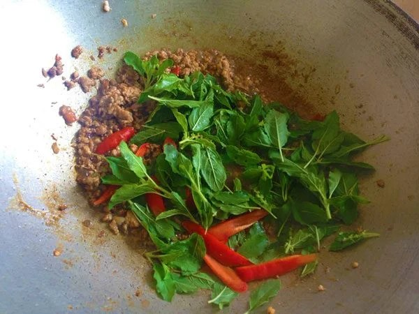Cooking Class Pad Ka Prao 5 Mix Well And Taste It Add Basil And Red Peppers