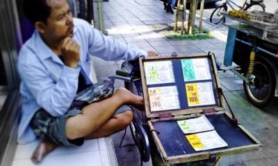 lottery vendor Bangkok Street
