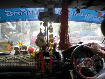 bangkok taxi amulets