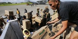 Philippine Army personnel unload relief goods to be transported to regions affected by Typhoon Bopha, from the Marine Corps KC-130J Hercules aircraft inside the International Airport in Davao, Mindanao 15 December, 2012 (Photo: Reuters/John Javellana).