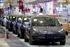 Tesla China-made Model 3 vehicles are seen during a delivery event at its factory in Shanghai, China, 7 January 2020. (Photo: REUTERS/Aly Song).