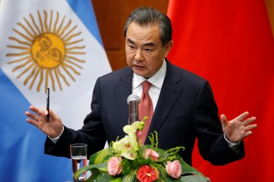 Chinese Foreign Minister Wang Yi speaks at a joint news conference with his former Argentine counterpart Susana Malcorra at the Ministry of Foreign Affairs in Beijing, China, 19 May, 2016 (Photo: Reuters/Kim Kyung-Hoon).